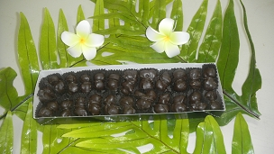 Hand Dipped Whole Macadamia Nuts in Dark Chocolate 8oz